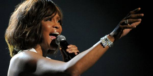 La hermana de Dee Dee Warwick niega que esta abusara de Whitney Houston