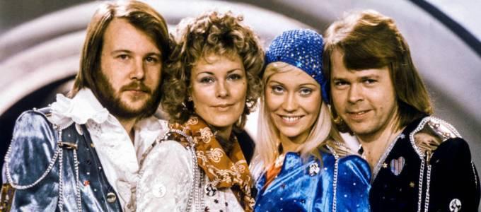 La banda sonora de la película de ABBA encabeza listas de ventas
