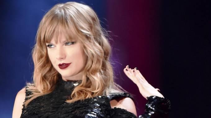 Taylor Swift bate el record de ingresos en gira de intérprete femenina